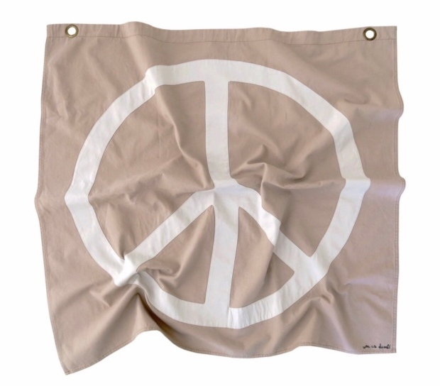 https://www.darlingclementineshop.com/shop/home/peace-banner-in-dune/